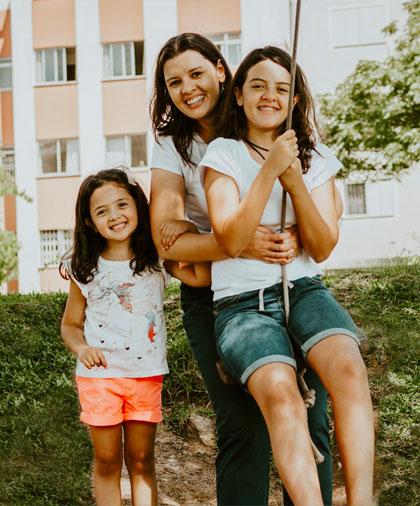 Sou Melina Pockrandt Robaina, filha de Deus, jornalista e mãe da Manuela (6 anos) e da Ana Júlia (1 ano)