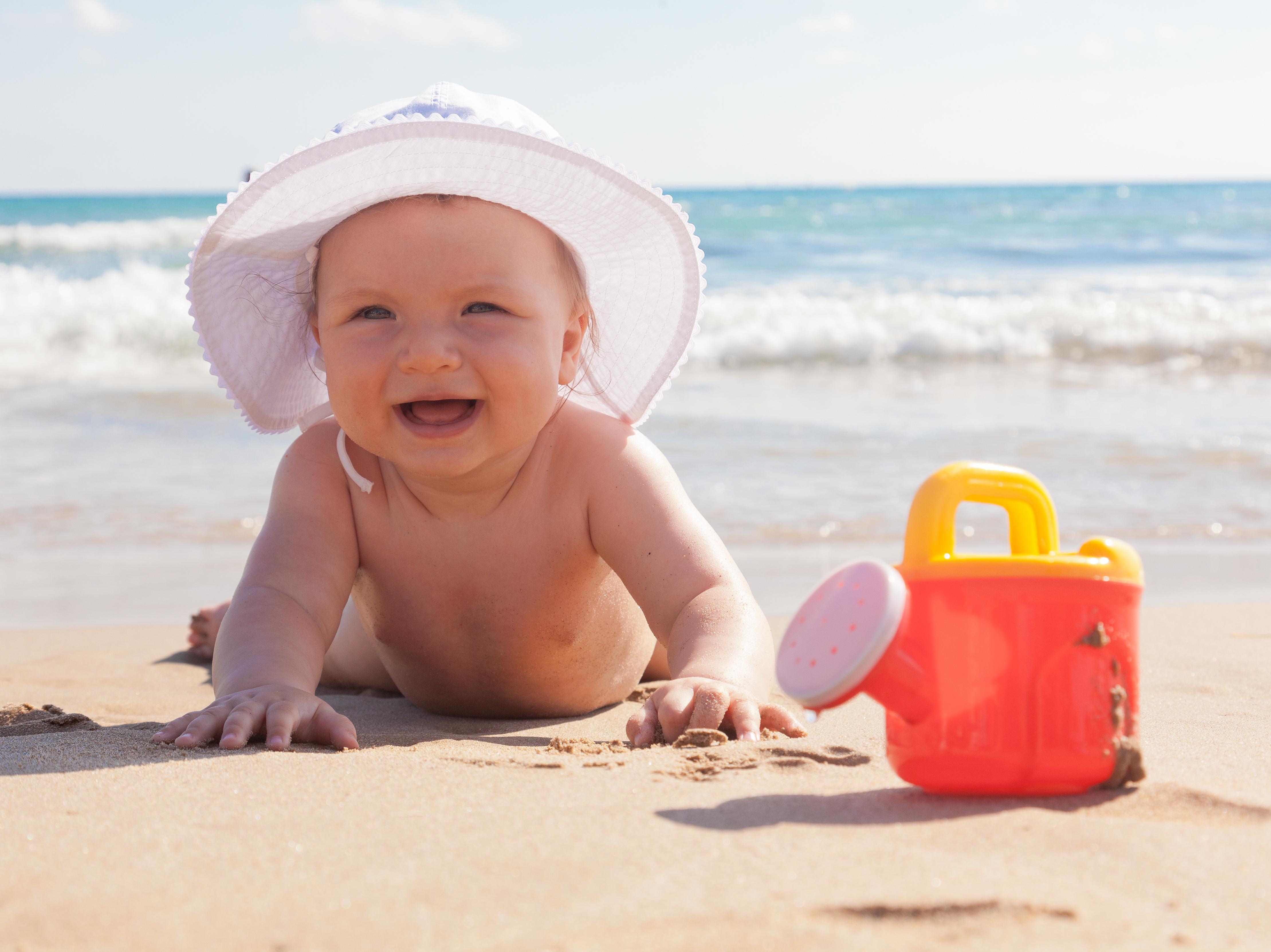 o que levar para a praia com bebê