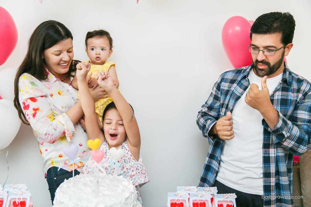 Festa de um ano com o tema O amor está no ar balões passarinhos pipas