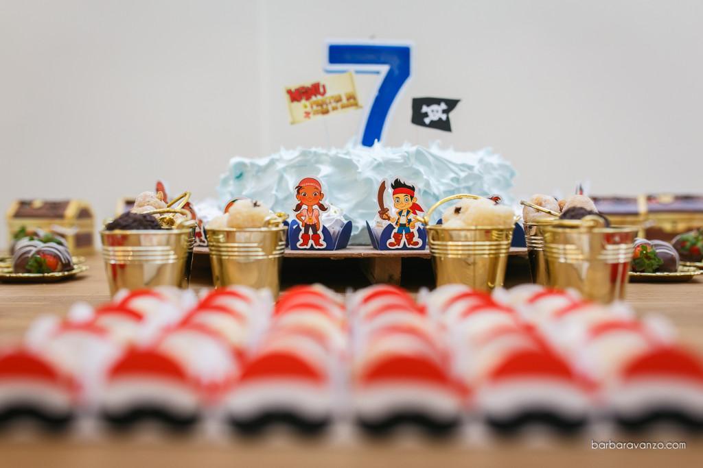 Os personagens foram usados em algumas forminhas em volta do bolo
