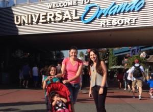 universal disney com bebê disney com criança