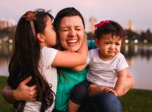 Tudo bem rir (e chorar) dos perrengues da maternidade