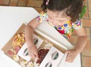 Carollinha Pizza em Curitiba: para a criança pôr a mão na massa