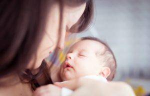 Os primeiros dias do bebê sob o olhar (respeitoso) da fotografia