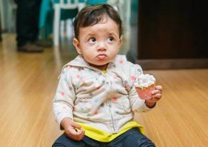 Por que não pode dar açúcar para bebês?