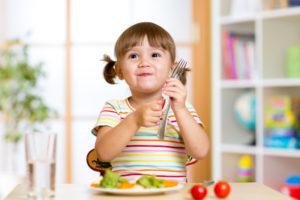 Pense duas vezes antes de dar esses alimentos para seu filho