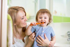 cuidados com os primeiros dentes do bebê