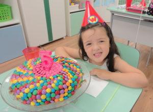 bolo decorado com MM