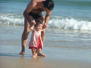 primeira vez do bebê na praia
