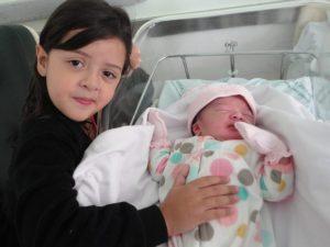 Ciúmes com a chegada do irmãozinho: o nascimento do bebê