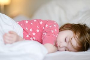 quanto tempo o bebê precisa dormir