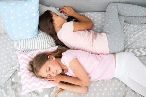 Quanto tempo a criança precisa dormir