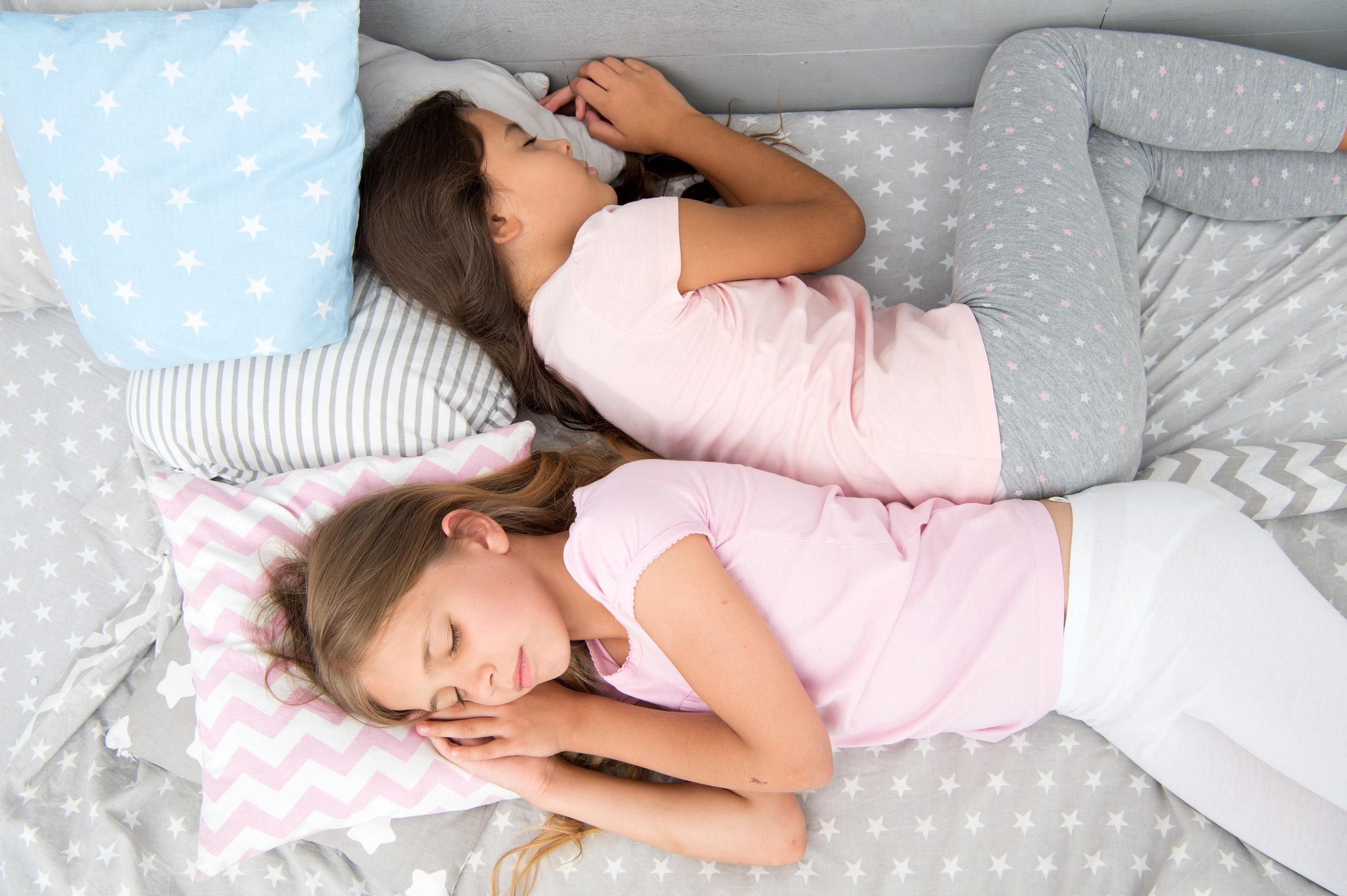 Quanto tempo a criança precisa dormir?
