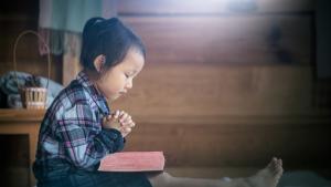 criança precisa de Deus