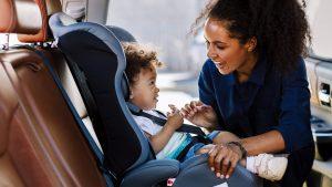 Crianças na cadeirinha de carro: o que mudou com a nova lei de trânsito
